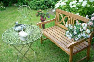 Gartenbank Teak mit romantischen Tisch