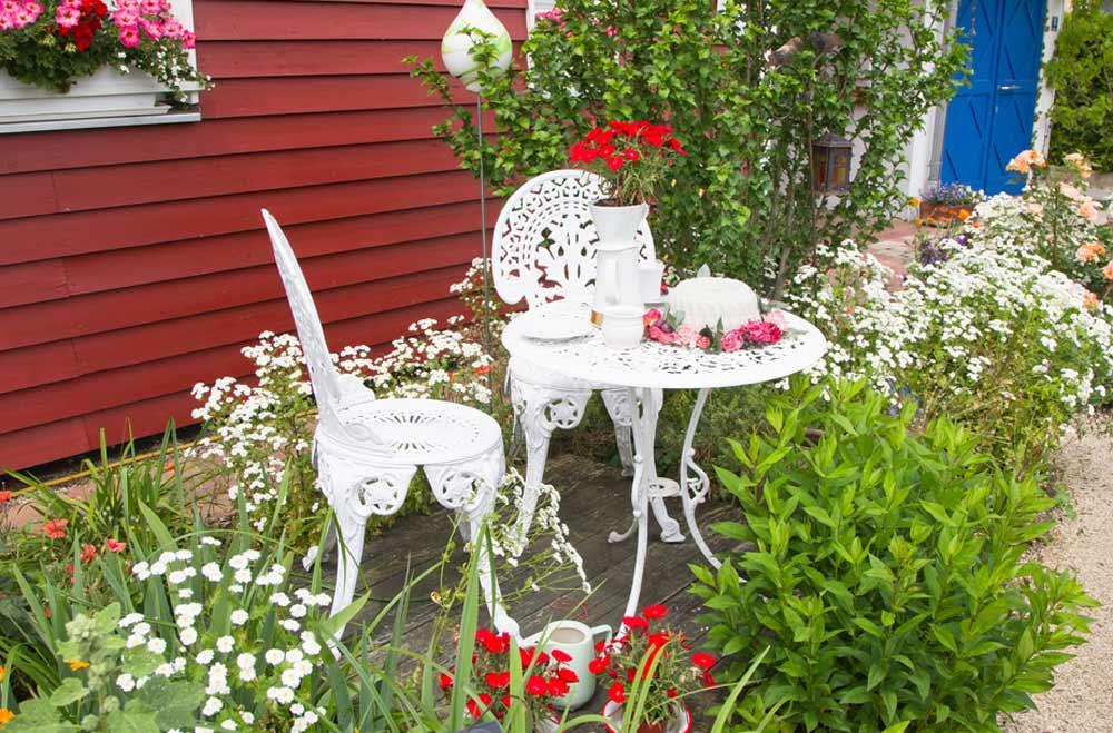 Gartentisch Vintage in Weiß depositphotos.com